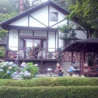 富士山を望む絶景コテージで家族キャンプ