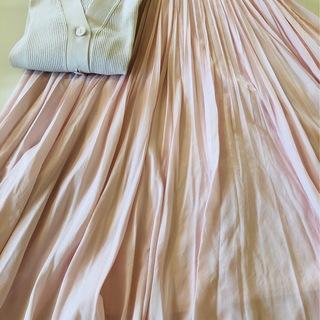 桜色のスカートで淡コーデ