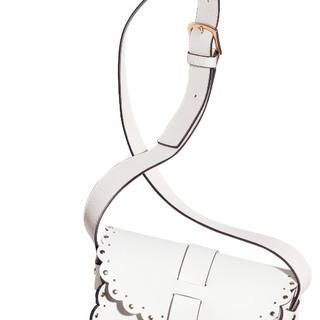 フルラの上品ホワイトバッグで、大人の可愛げ&カッコよさ