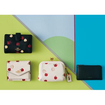 コーチのミニ財布、今買うなら限定アップル柄♡ 【20歳からの名品】