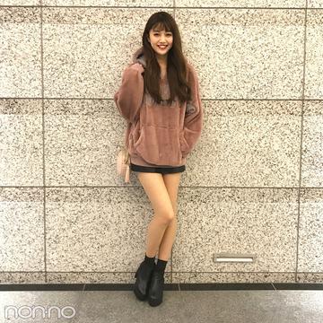 松川菜々花はふわもこパーカ&マイケルコースのバッグでピンクコーデ【モデルの私服】
