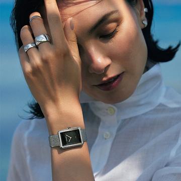 【シャネルの夏時計】ブラックの文字盤が洗練された大人女性に好相性!
