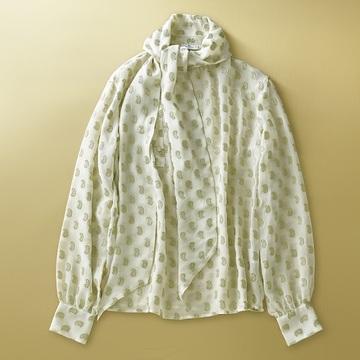 【冬コーデが華やぐトップス2選】エクラスタッフがひと目惚れしたセーター&ブラウス