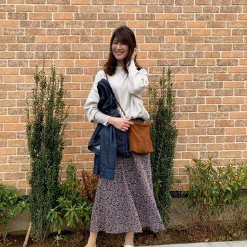 春の揺れスカート