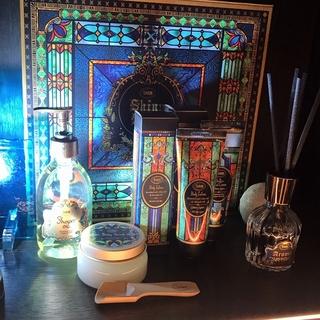ホリデー限定の香りも! SABONのクリスマスコフレのイメージソースは荘厳なステンドグラス【マーヴェラス原田の40代本気美容 #172】