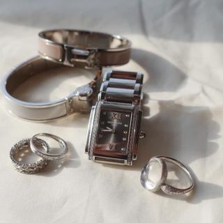 私の最愛時計を、ジュエリーコーデとともに。