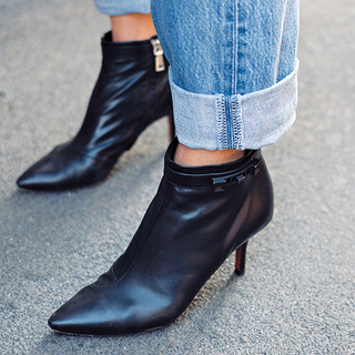 「辛口ショートブーツ」とあったか可愛い「ファーつき靴」【ファッションSNAP ミラノ・パリ・NY編】