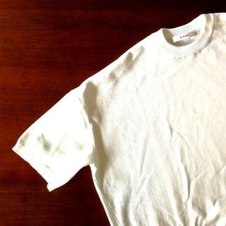 Tシャツ以上!オフィス対応もできる白トップスは活躍間違いなし!_1_2-1