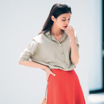赤のもつ女らしさを、ストレートに発揮できるスカート 五選
