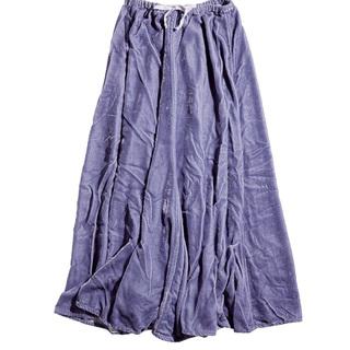 旬素材ベロアとラベンダー色が新鮮。ロンハーマンがシーピーシェイズに別注したスカートでこなれた着こなしに