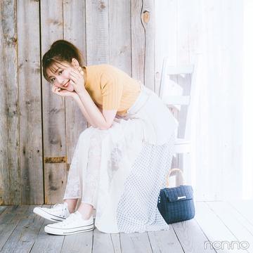 レーシーなスカートに、足元はスニーカーでカジュアルミックス!【毎日コーデ】