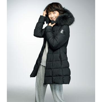 富岡佳子さんがまとう冬の名品「TATRAS」ミドル丈ダウン、「Paraboot」マウンテンブーツ