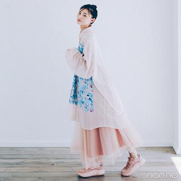 遠藤さくらはビッグシャツとボリュームスカートをパステルで可憐に【毎日コーデ】