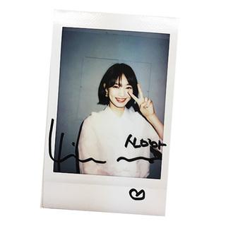 シン・ミナの直筆サイン入りインスタント写真を1名様にプレゼント!