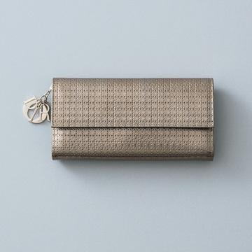優美な見た目と抜群の収力を誇る「エンベロープ型の長財布」 五選