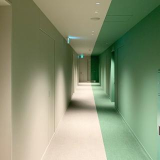 カラーをコンセプトにした水道橋toggle hotel。色に包まれた空間で過ごすひととき。