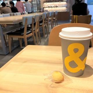お気に入りのカフェでちょこっとワーク。