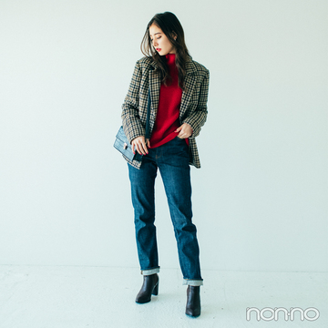 新木優子はジャケ&デニムコーデに赤タートルで今っぽ【毎日コーデ】