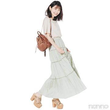 おうちでもTシャツ&ボリュームスカートの淡色トーンで今っぽく!【毎日コーデ】