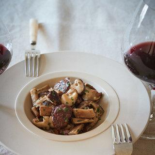 赤ワインが止まらない!肉厚でうまみたっぷりのしいたけのボルドー風【平野由希子のおつまみレシピ #70】