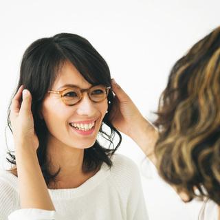 「肌映りがよく見えるメガネが欲しいんです」【運命のメガネの探し方②】
