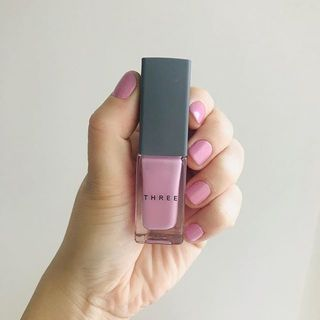 春は指先もピンクな気分♡短い爪でも似合う「THREEの新色ネイルポリッシュ」