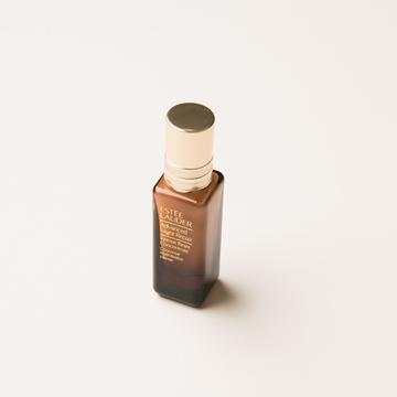 エスティローダーの名品ナイトリペアの新作美容液がこちら。