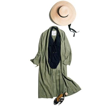 バカンス先で優雅に映える「マディソンブルー」のスイムドレス【今こそ大人の水着、再デビュー】