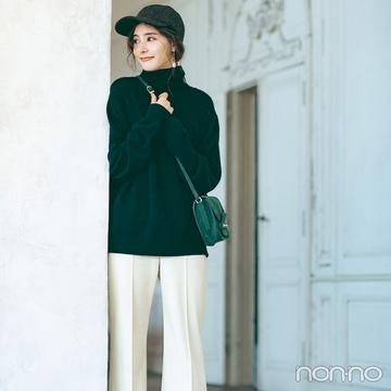 新木優子は定番モノトーンコーデをスポーティ小物でこなれ感倍増!【毎日コーデ】