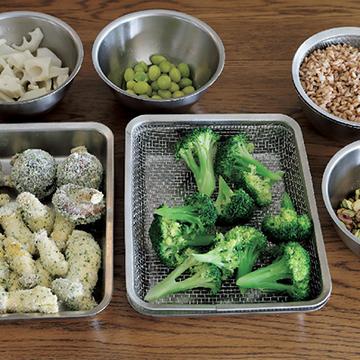 4.当日はあえるだけ、揚げるだけのシンプルな料理を、常備のスパイスなどで輝かせる