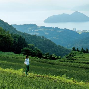 日本有数の「パワー」と「おいしい」を求めて。狐野扶実子、海の京都「丹後」へ 五選