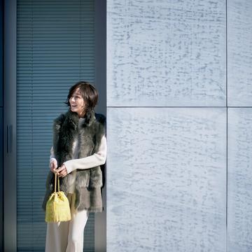 1. よそ行き感も今っぽさも装いたい日は、リッチなファージレで印象づけて