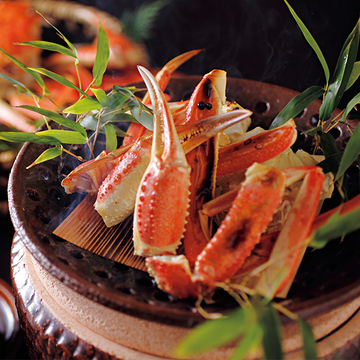 """日本海の幸""""松葉ガニ""""をまるごと1杯食べつくす『あまやどりの宿 雨情草庵』【大人の心を満たす""""おこもり宿""""】"""