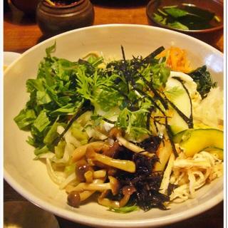 10種類の新鮮お野菜を使った「季青(RISEI)」のヘルシーピビンパ
