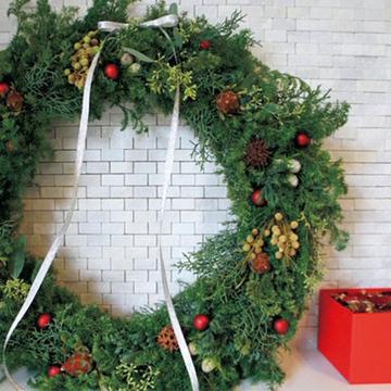 温かみと華やかさを両立した「クリスマスの花飾り」【Jマダム通信】