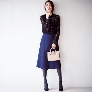 ◆デニム素材のフレアスカートをアンクルストラップで女っぷりアップ