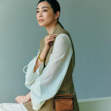 ロエベの「パズルバッグ」でモダンなアクセントを【春ファッションが見違える主役バッグ】