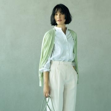 白バンドカラーシャツ×パンツスタイル2選【春の新定番はバンドカラーシャツ】