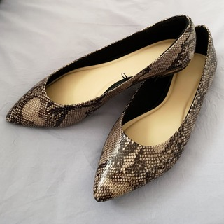 【GU1990円】高見えプチプラ靴!パイソン柄のフラットシューズが大人っぽくて◎