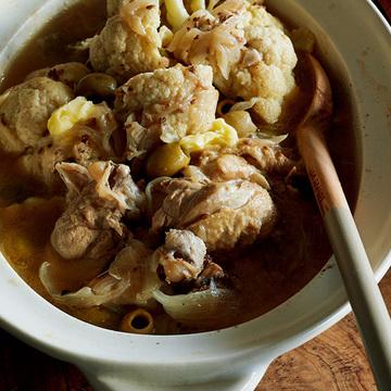 相性抜群!「カリフラワーと鶏肉のバター塩煮込み」レシピ【ワタナベマキさんの変わり煮込み鍋】