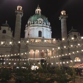 カールス教会広場のクリスマスマーケット