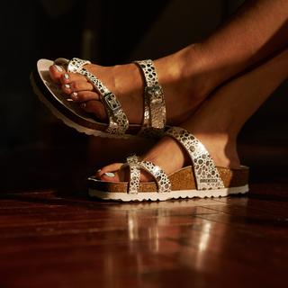 夏の夜、おしゃれなあの人の足もとは? エレガントな『ビルケンシュトック』の限定モデルに注目