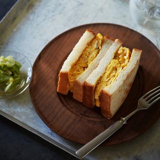 焼酎の水割りとパンは相性抜群!フリッタータのトーストサンド【平野由希子のおつまみレシピ #12】
