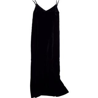 一枚でも、レイヤードでも。シルクベルベットのキャミドレス