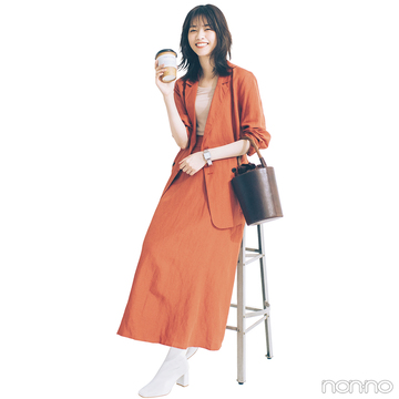 西野七瀬はテラコッタカラーのセットアップでトレンド一番乗り!【毎日コーデ】