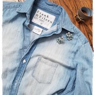 オールシーズン使えるブルーのデニムシャツは「フランク&アイリーン」を購入♪