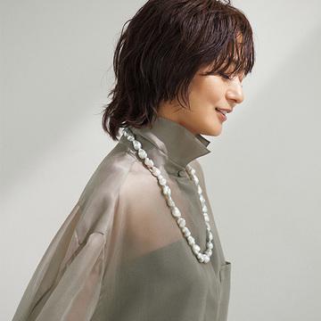 富岡佳子、50歳の節目に。さらなる美しさと輝きを宿す、大人の品格ジュエリー