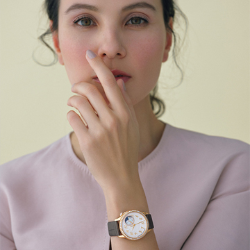 現代のフェミニティを体現する新作時計