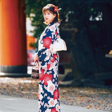 渡邉理佐は華やかモダンな紺地の浴衣で、夏のお出かけスタイル決定版!【毎日コーデ】