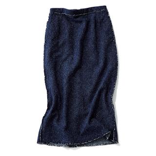 マイ定番のロングスカートは上質感のあるシルクを選択